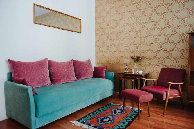 Sofa and armchair in 1970s room © Monika Pavlović/Interior design: Mario Milaković
