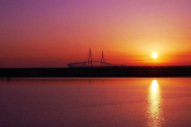 Incheon Bridge © dadadog WU/Flickr