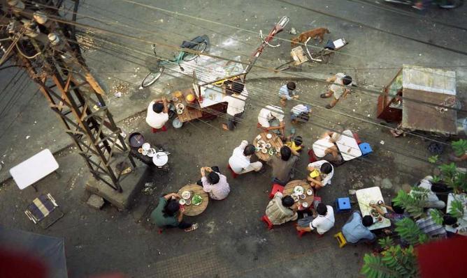 Saigon Street Corner Dining | © Alan Turkus/Flickr