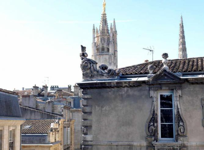 View of the Pey Berland tower from one of Bordeaux's most beautiful townhouses | © B. Rakotomanga/Wikicommons