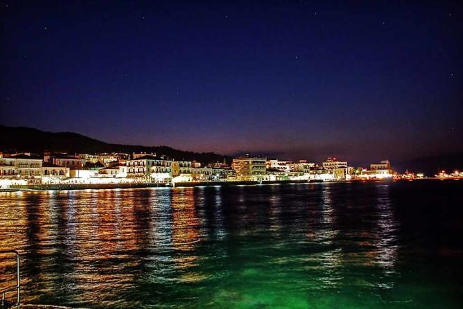 Night view of Spetses   © vaggelis vlahos/WikiCommons