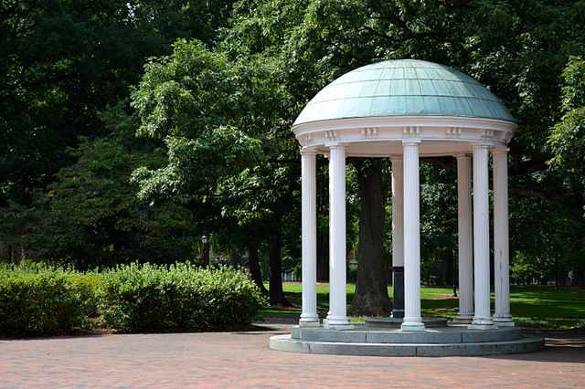UNC's Old Well   © yuengb/WikiCommons