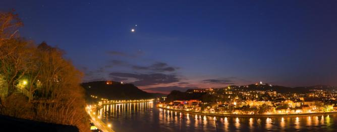 Conjunction over the Danube | © H. Raab/Flickr