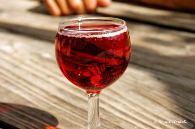 ... a glass of red wine to it... | © dorena-wm/Flickr