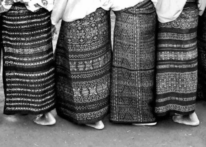 Women Wearing Ikat | © Kaelyn Lynch