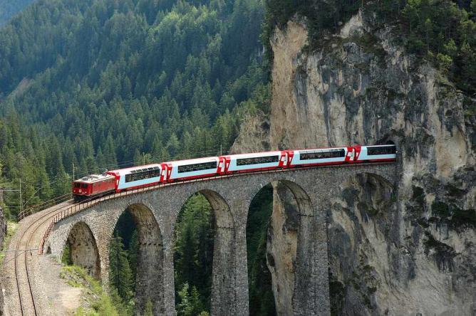 Glacier Express on the Landwasser Viaduct | © Champer/WikiCommons