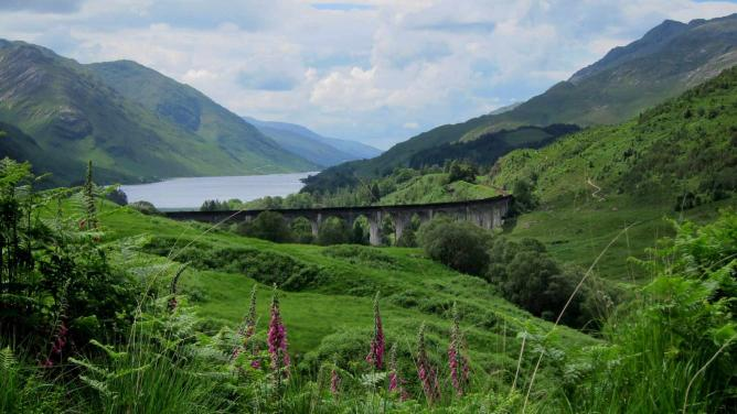 The West Highland Line on Glenfinnan Viaduct | © Dallas Epperson/Flickr