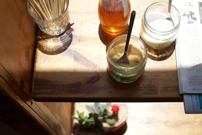 Honey and sugar at Brew Shop Coffee | © Kaie Bird/Sharing Tables