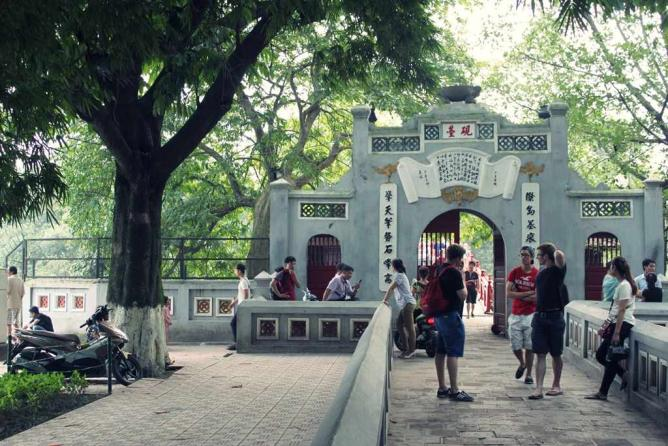 The entrance to Ngoc Son Temple | © Kriti Bajaj