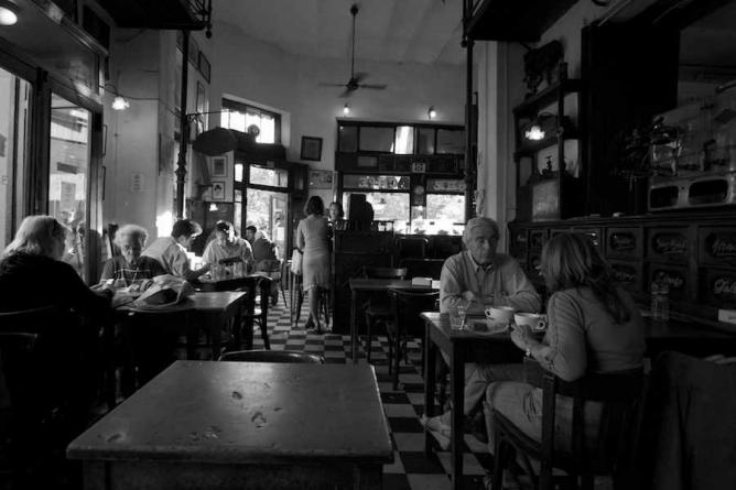 Bar Plaza Dorrego | Ⓒ Natalia Romay/Flickr
