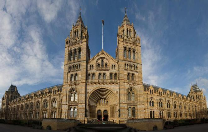 Free admission to this iconic building