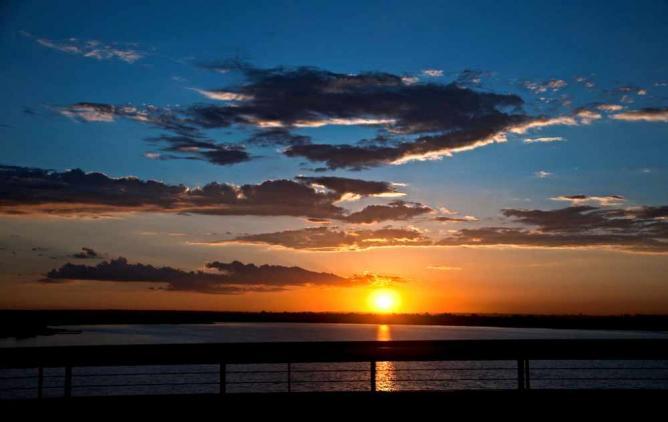 Sunset at Paranoá Lake © João Guilherme de Carvalho Barbosa/Flickr