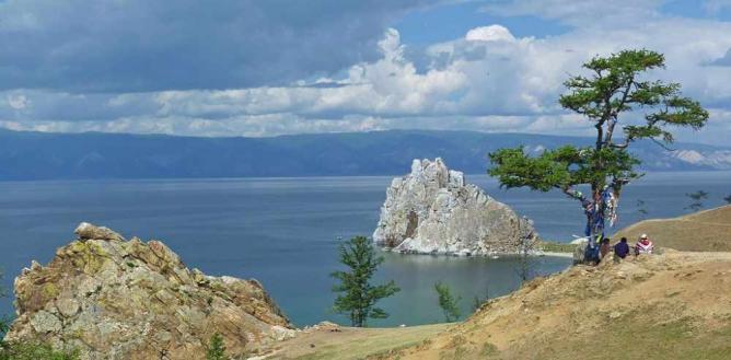 Burkhan Cape (Shamanka Rock) © Shargin (Tvorogov A. E.)/WikiCommons