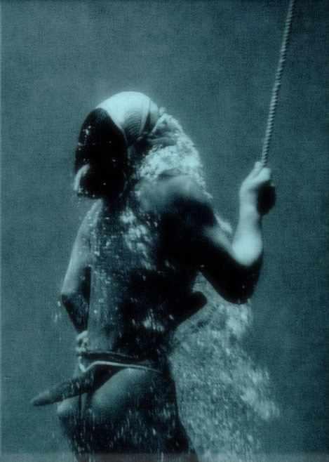 Traditional Ama Diver in 1954 | © Fosco Maraini