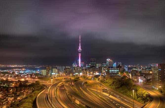 Auckland at night © Anuradha Dissanyanke/Flickr