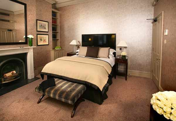 A sourced image: The Fox Club, Bedroom | Courtesy of Wikipedia