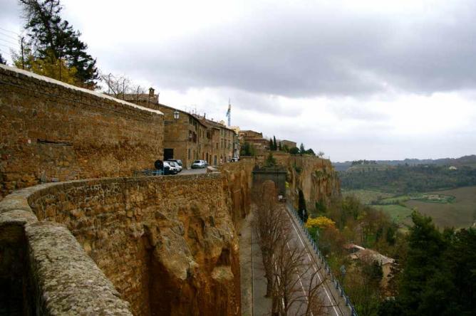 Orvieto from the cliff upon which it stands   © teldridge+keldridge/Flickr