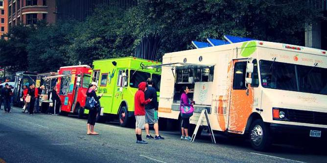 Food Truck Fridays © Larry D. Moore/WikiCommons