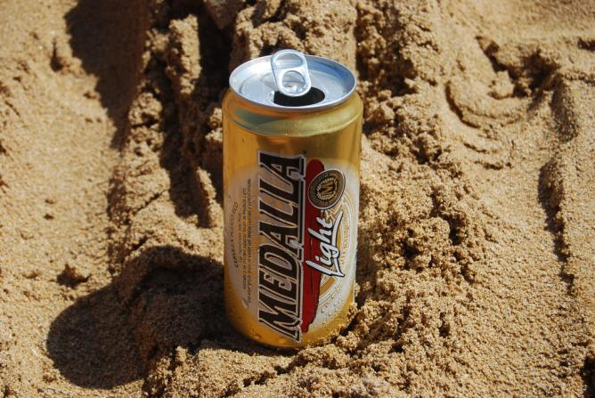 Medalla on the beach | © Nora Gomez/Flickr