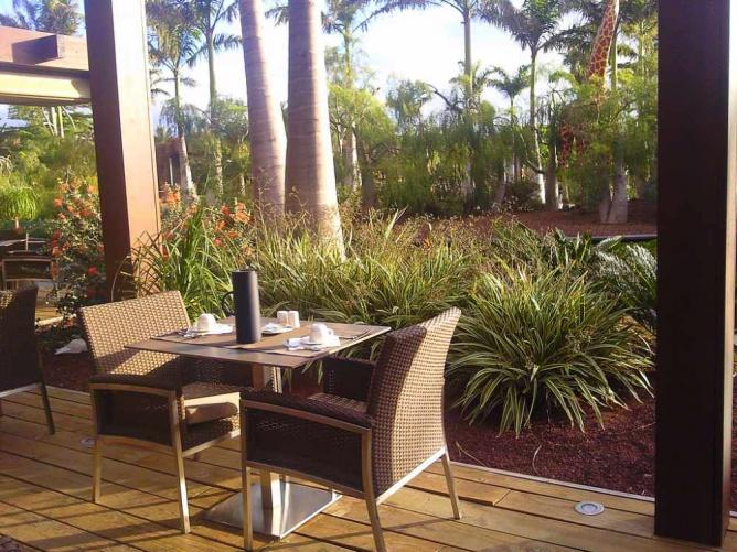 Lopesan Baobab Resort restaurant terrace © Karen Bryan/Flickr