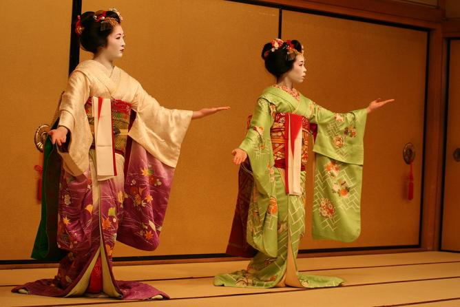 Traditional Japanese kimono l © Jon Rawlinson/WikiCommons