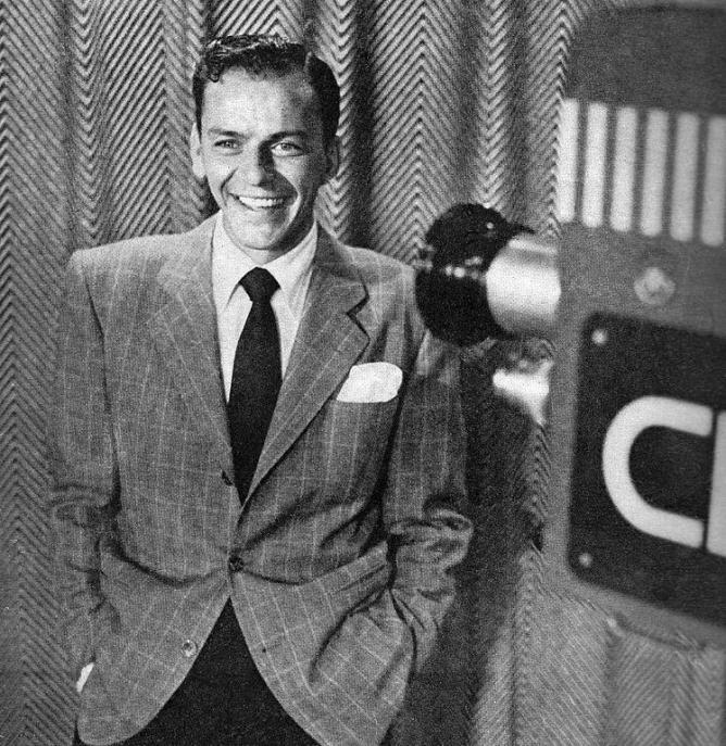 Frank Sinatra on the set of 'The Frank Sinatra Show' circa 1950 | © Metronome Magazine/WikiCommons