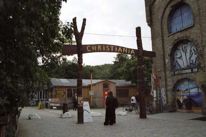 Entrance to Freetown Christiana   © Bruno Jargot/errance.lirano.net