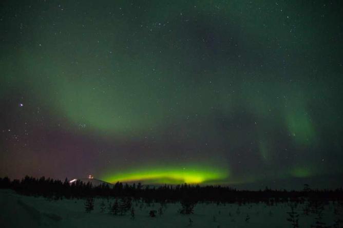 Northern lights over Ylläs | ©Timo/Flickr