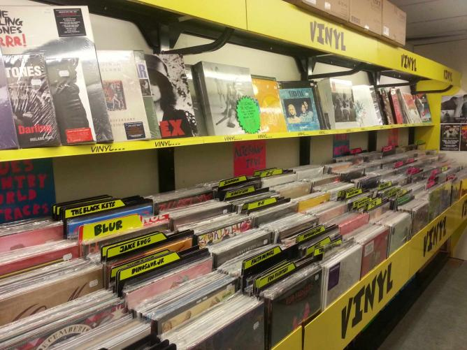 A collection of vinyl at JB Hi-Fi Bourke Street  | © Vincent Huynh
