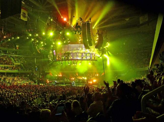 Billy Joel and Elton John in concert | © Tom Hart/Flickr