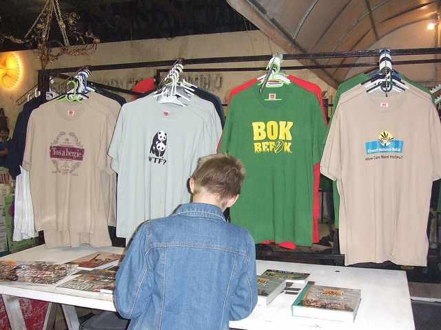 T shirts at the Blue Bird Market| © SA-Venues.com Editor /Flickr