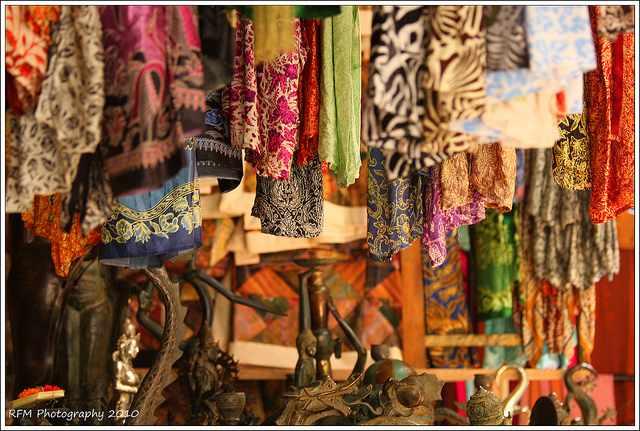 Hanging Market| © Richard Minton /Flickr