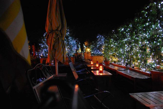 A rooftop bar   © superde1uxe/Flickr