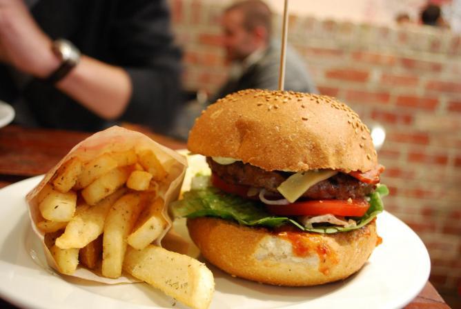 Burger | © Alpha/Flickr