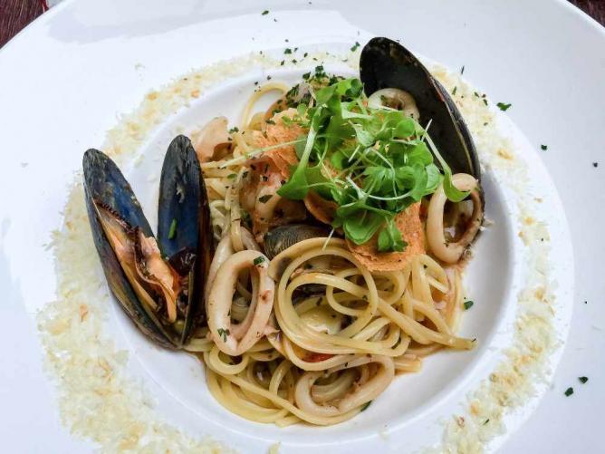 Mussel and Calamari Linguine