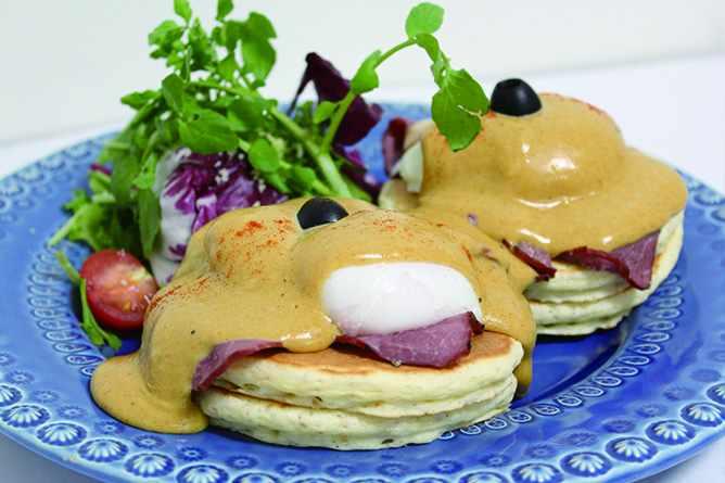 Eggs Benedict pancakes at Elk