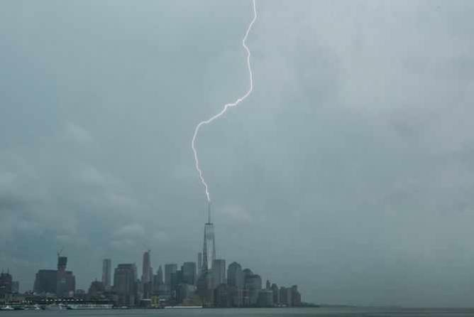 Lightning Strike on One World Trade May 31, 2015   © Anthony Quintano/Flickr