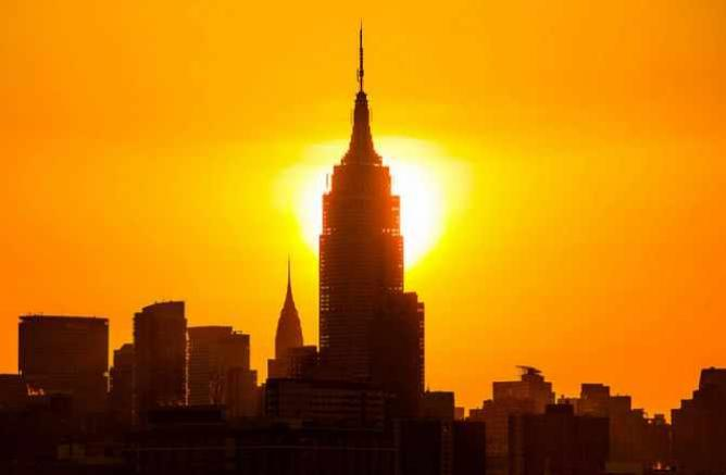 Sunrise behind the Empire State Building in New York City   © Anthony Quintano/Flickr