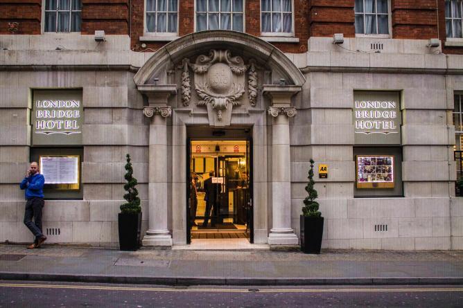 London Bridge Hotel | © Lamarr Golding