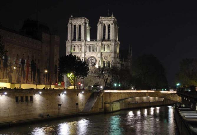 Notre Dame at night | © NBphotostream/Flickr