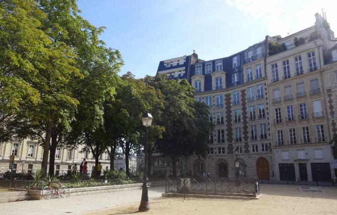 Place Dauphine | © Casey Brand