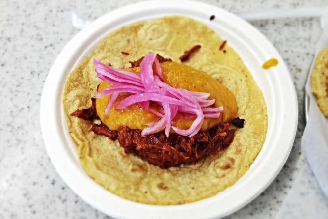 Guisados Tacos   © T. Tseng/Flickr