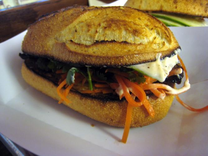 Peppercorn catfish sandwich at Num Pang | © Krista/Flickr