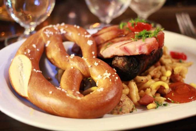 Bavarian sampler l © Alyson Hurt/Flickr