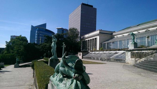 Botanical Garden of Brussels with towering skyscrapers nearby | © Thomas Moran