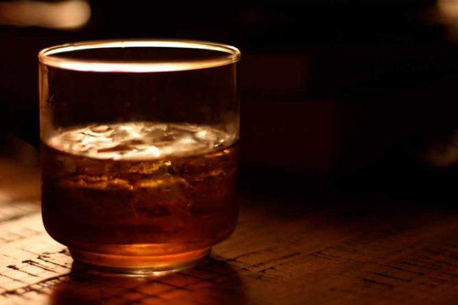 whiskey on the rocks l © Dominick/Flickr