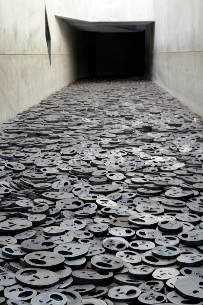 Menashe Kadishman, Fallen Leaves Holocaust Memorial in Berlin | © Bukephalos/WikiCommons