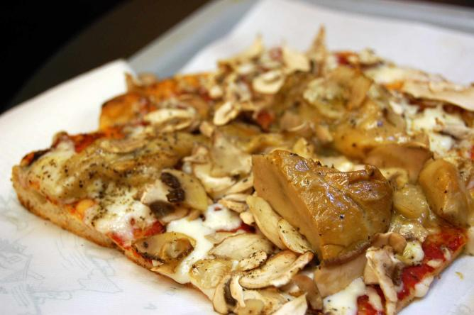 Pizza with Funghi Porcini l © McPig/Flickr