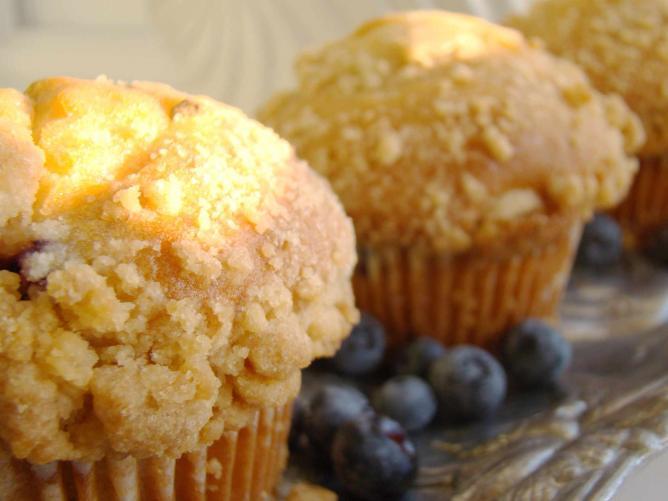 Blueberry Streusel Muffins l © Vegan Feast Catering/Flickr