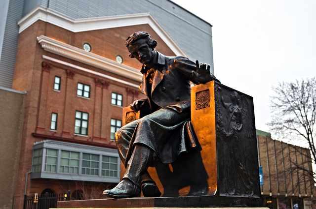 Edgar Allan Poe at University of Baltimore | © Tyler Merbler/Flickr
